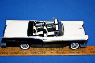 Mint 1957 Ford Fairlane 500 Skyliner Retractable Roof Die Cast Car